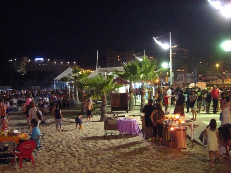 Olas, tradiciones y fútbol para celebrar la Nit de Sant Joan en la Marina Baixa