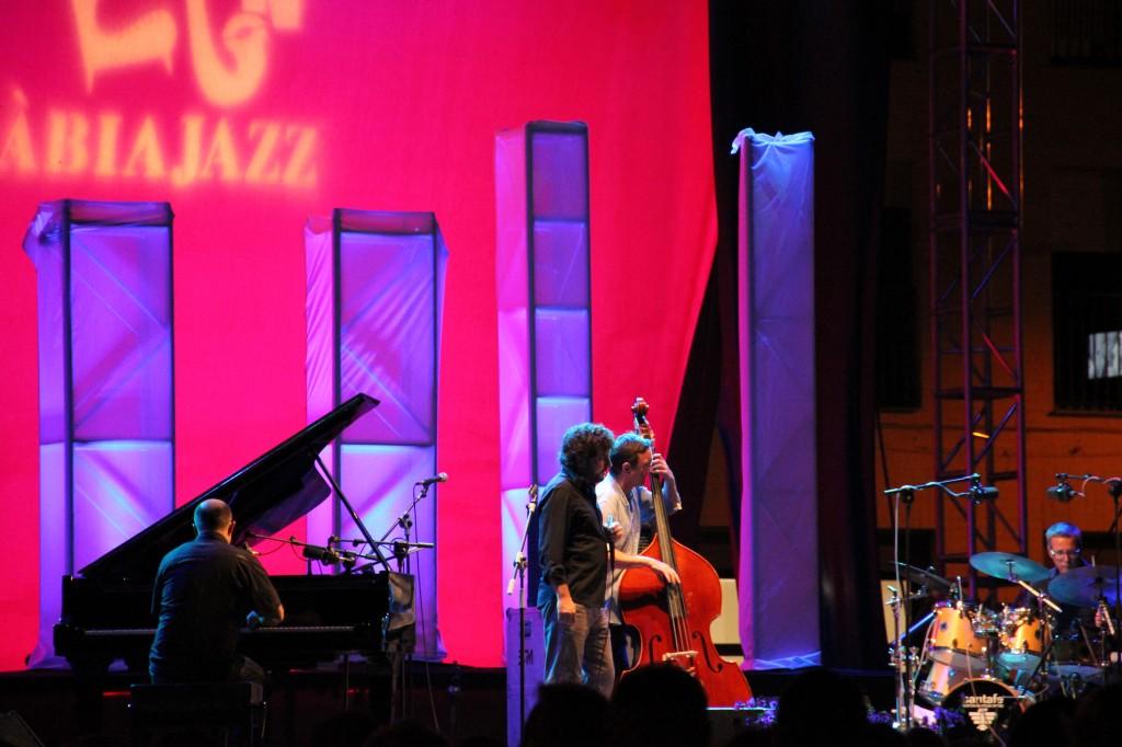 Jovempa enerva al Ayuntamiento de Xàbia con un duro comunicado por no incluir artistas locales en el Festival Internacional de Jazz