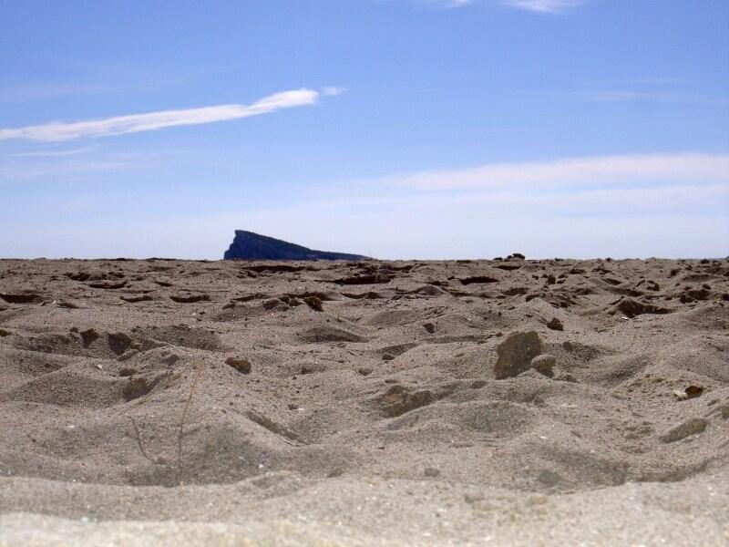 Benidorm ofrece la arena de sus playas para el voley-playa de Madrid 2020