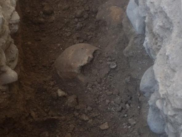 Encuentran cuatro esqueletos de hace siglos en la Plaza de la Iglesia de La Vila Joiosa