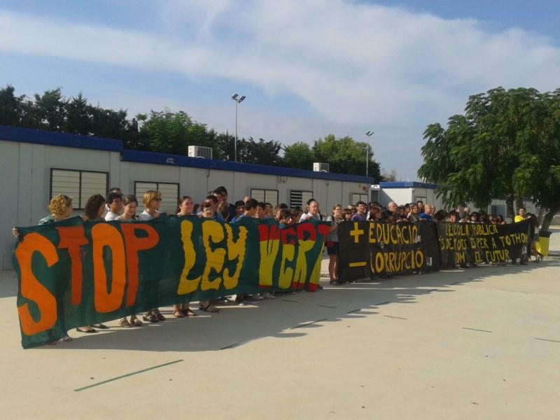 La comarca arranca el curso en Secundaria entre barracones y protestas