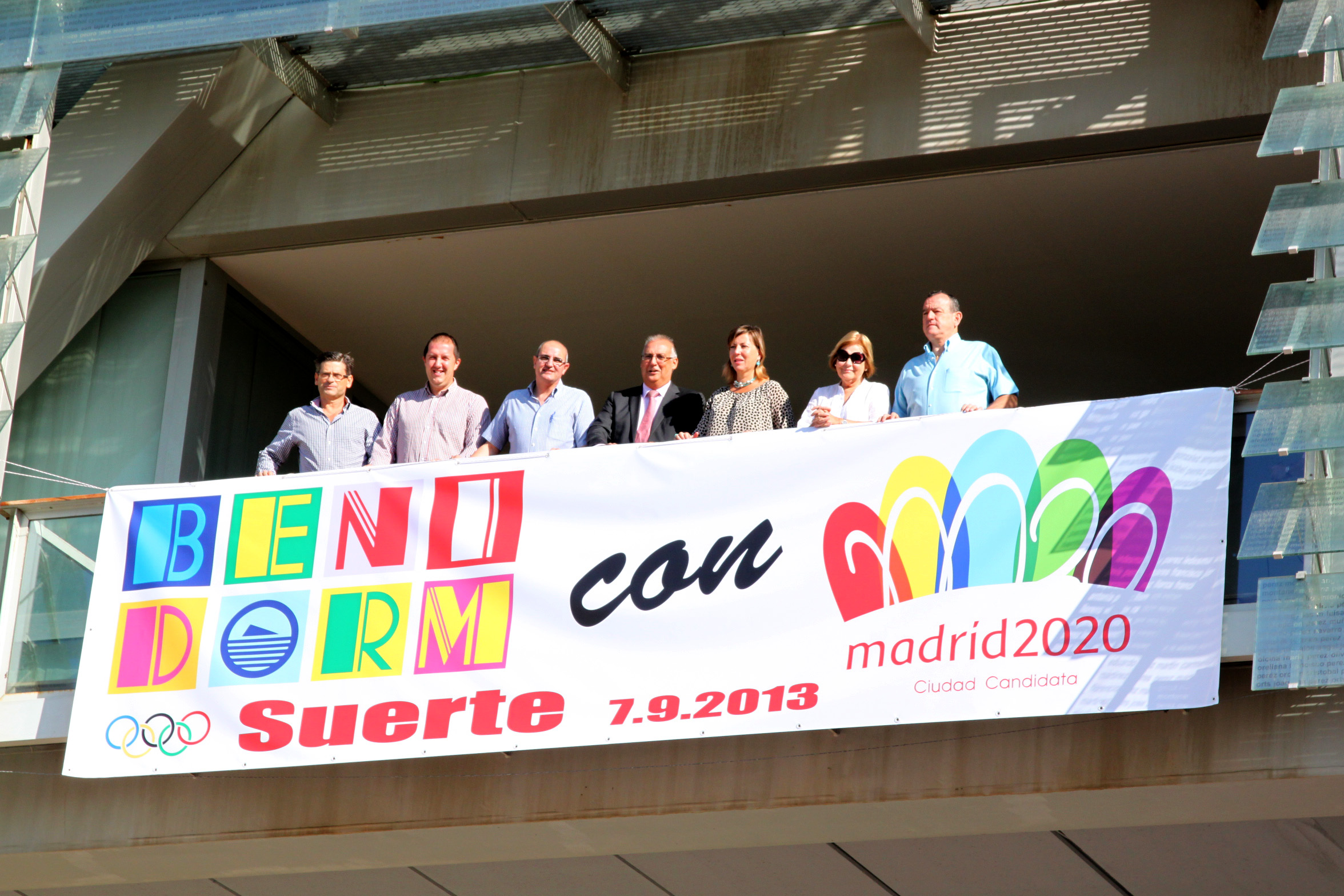 La euforia por Madrid2020 llega al balcón del Ayuntamiento