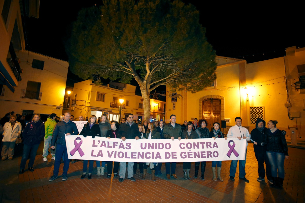 El rechazo a la violencia de género se extiende por la Marina Baixa