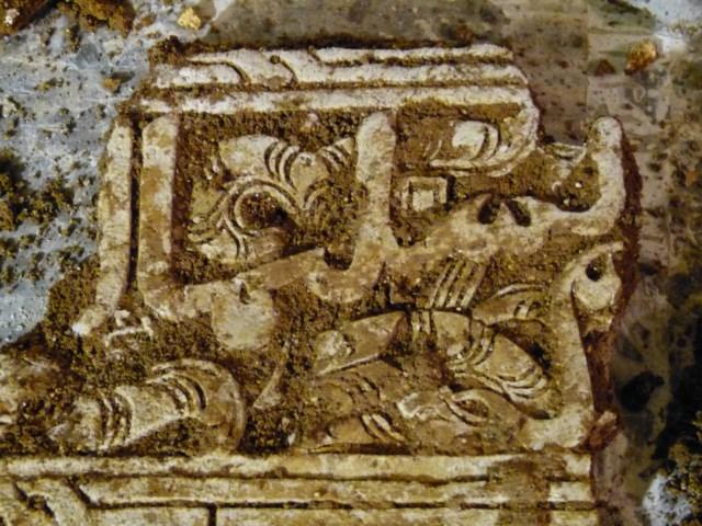 Unas obras sacan a la luz una casa islámica del siglo XII con yeserías árabes, una necrópolis y grafitis del XVII