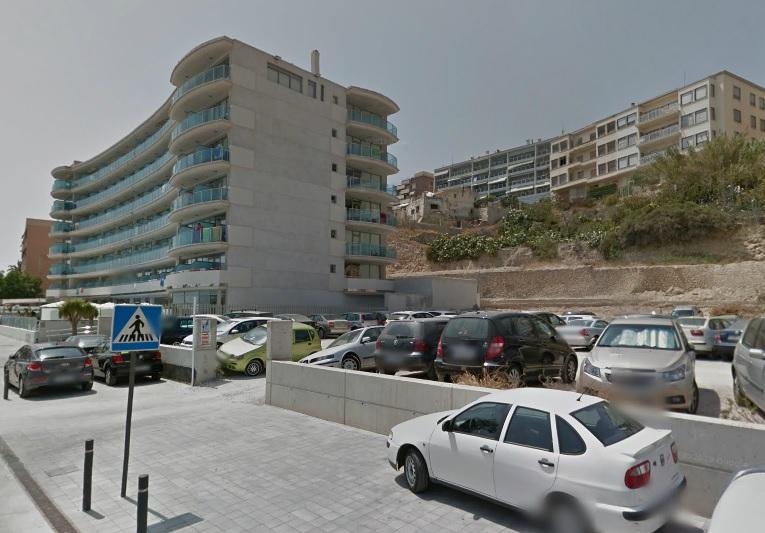 La nueva adjudicataria del parking de la Playa-Centro deberá ajardinar la zona verde utilizada como aparcamiento junto al hotel Allon