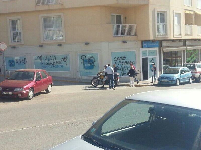 Llenan de pintadas la nueva sede del PP por segunda vez en tres días