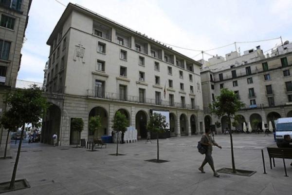 Dos corredores de seguros de Dénia, condenados por estafar 80.000 euros a un inversor