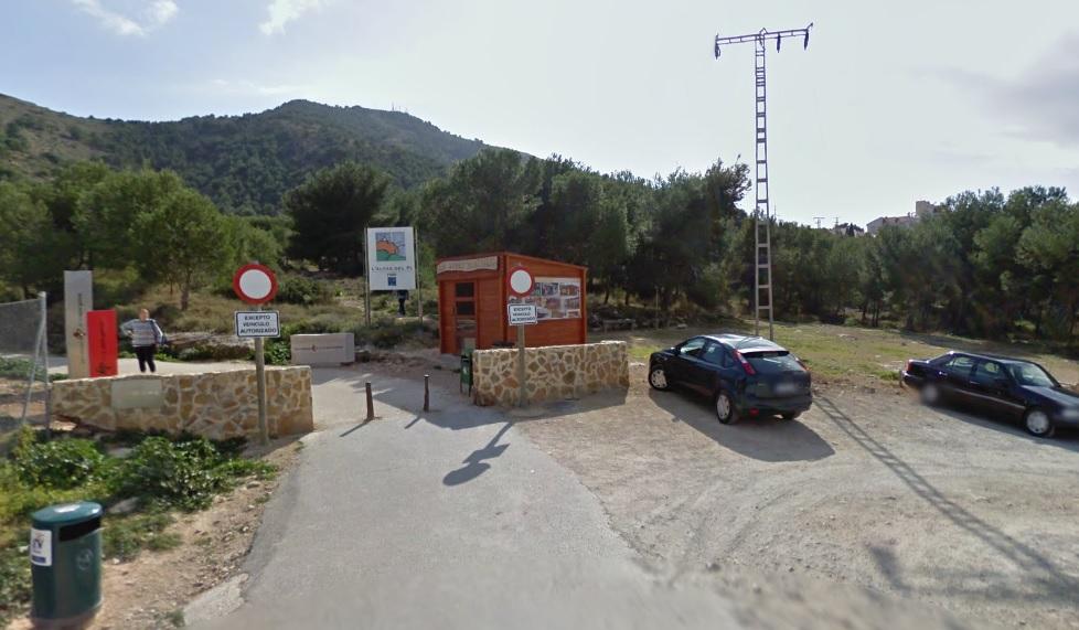 El Ayuntamiento acondicionará el parking de tierra del Faro y los accesos a Serra Gelada