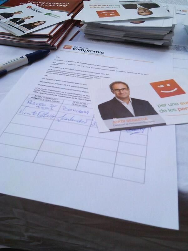 Compromís hace campaña en la calle para que Benidorm sea declarado municipio turístico