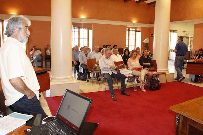 Font presenta al empresariado y a las asociaciones de Dénia la candidatura de ciudad gastronómica de la Unesco