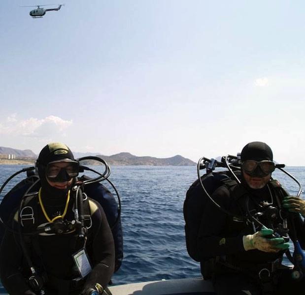 La Guardia Civil inspecciona el pecio Bou Ferrer antes de que se inicie la campaña de visitas