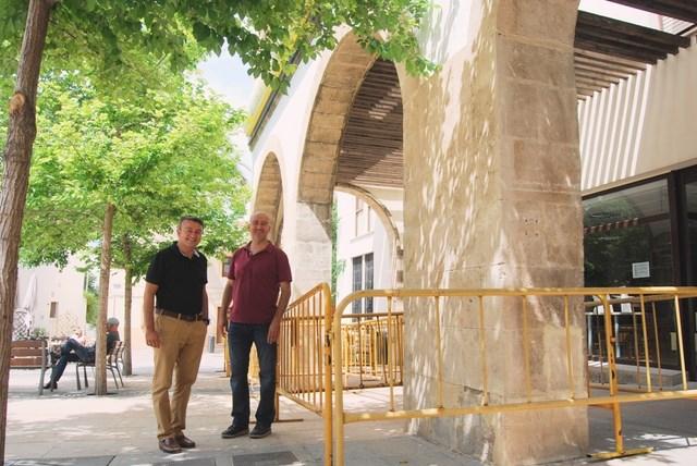 Xàbia repara el pórtico de la sede de Correos en la plaza Marina Alta