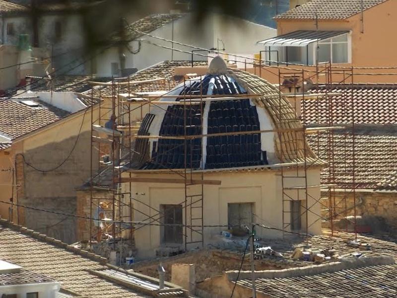 UGT pide la paralización de las obras de la iglesia de Relleu por la ausencia de medidas de seguridad de los empleados municipales