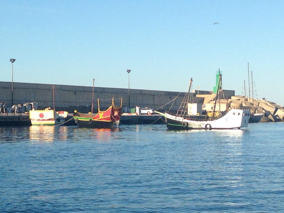Los Moros y Cristianos preparan sus barcas para la batalla