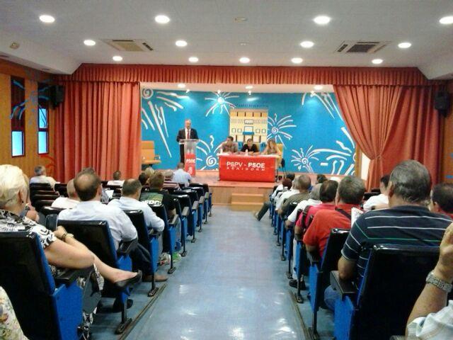 Partidarios de Pérez Tapias presentan una lista para forzar al 'aparato' a darle algún delegado
