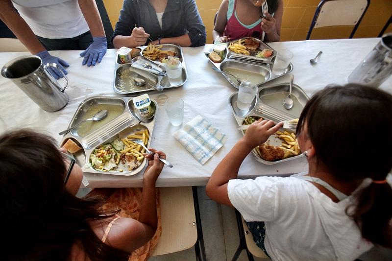 Arranca el comedor escolar de verano con un aluvión de voluntarios