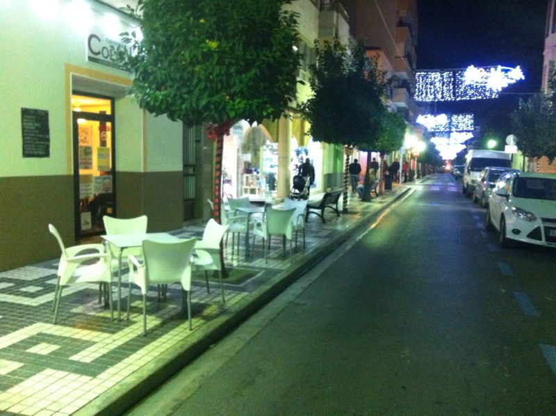 De compras nocturnas por el centro urbano
