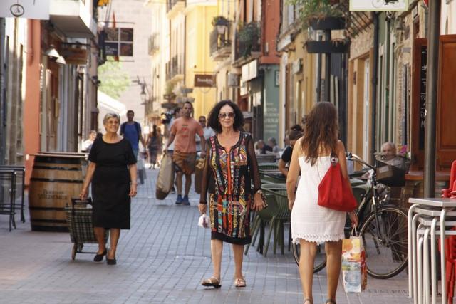 Dénia anuncia multas de hasta 1.000 euros a los restaurantes de la calle Loreto que acumulen sus basuras en los contenedores