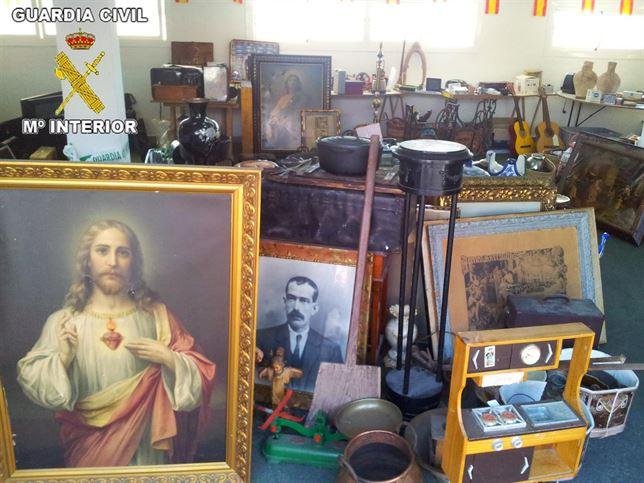 Desarticulan una banda que había robado en 70 viviendas de la Marina Alta objetos de arte y orfebrería