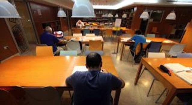 El PP pide un plan estratégico para la red de bibliotecas y el gobierno local acusa al de Rajoy de no dejarle contratar personal