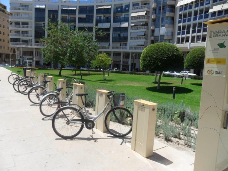 Navarro da un ultimátum a la empresa de las bicicletas para que mejore el servicio tras una nueva denuncia del PP