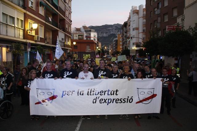 Unas 400 personas arropan en Dénia al delegado sindical amenazado de sanción por el ayuntamiento