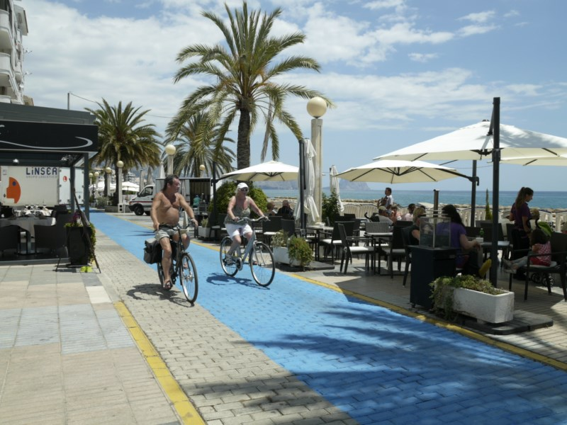 El carril bici del Paseo Marítimo se desplazará hacia el mar para no invadir las terrazas
