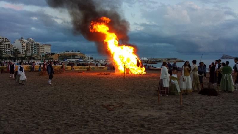 Benidorm rescata a su patrona de entre las llamas