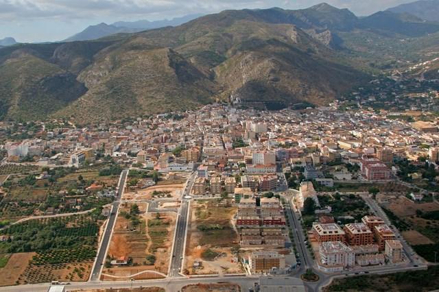 Vista aérea del casco urbano de Pedreguer y parte de su término municipal.