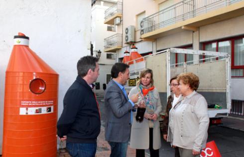 Benidorm instala contenedores para reciclar aceite doméstico usado y evitar que llegue al mar