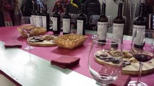Cata de vino Mas de Sella en la bodega de La Vila.