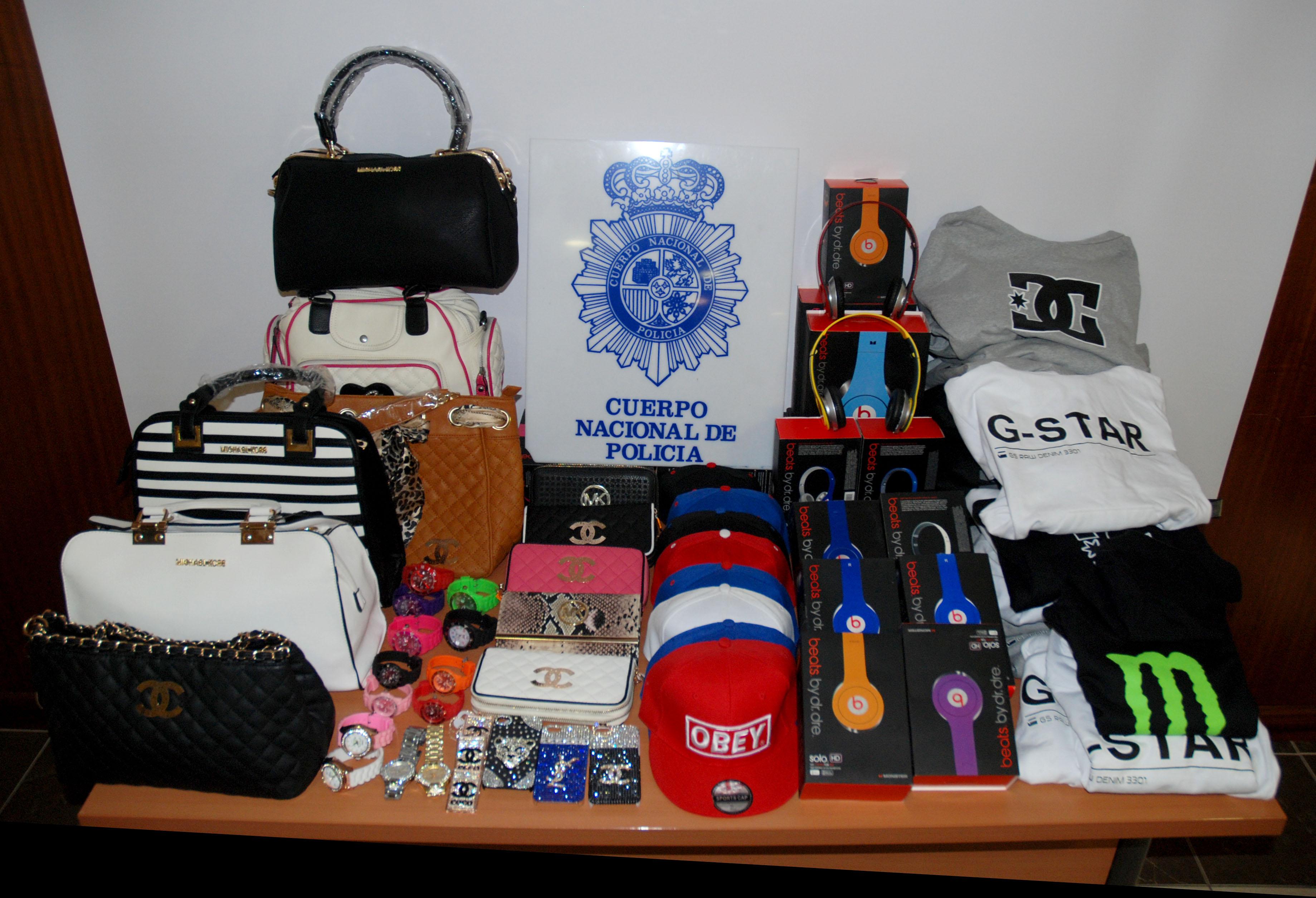Detienen a tres personas por vender productos falsificados de varias marcas