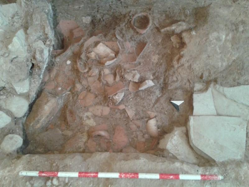 Descubren un templo íbero bajo los cimientos de una casa de la plaza de la Iglesia de La Vila