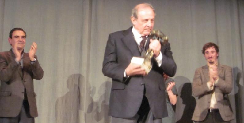 """Emilio Gutiérrez Caba recibe el """"cum laude"""" de los premios en el cierre de la Mostra de Teatre de L'Alfàs"""