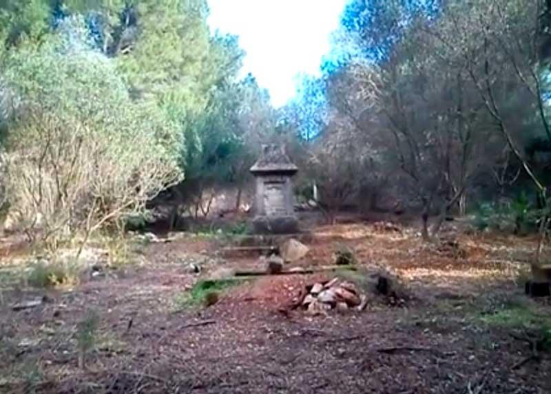 El Cementerio de los Ingleses resurge de la basura y la maleza
