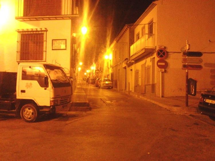 Dénia prohibirá después de Fallas aparcar en las calles más estrechas de Les Roques