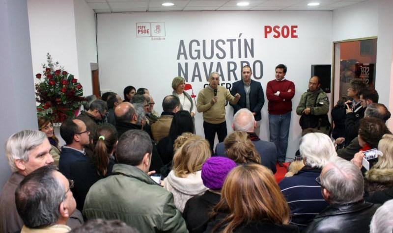 Navarro se ofrece como un candidato próximo en su video de campaña