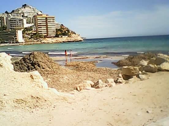 Finestrat se pone manos a la obra 'in extremis' para acondicionar la playa para la Semana Santa
