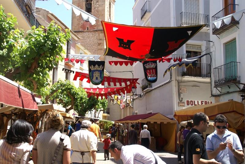 El casco histórico de La Vila se engalana para celebrar la concesión de la Carta Pobla