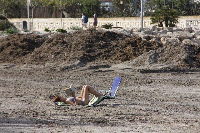El PSPV reprocha al PP el mal estado de las playas en el inicio de la Semana Santa