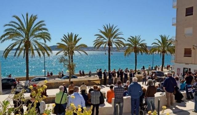 Recogen firmas en protesta de la estética de la nueva plaza de Duanes de la Mar