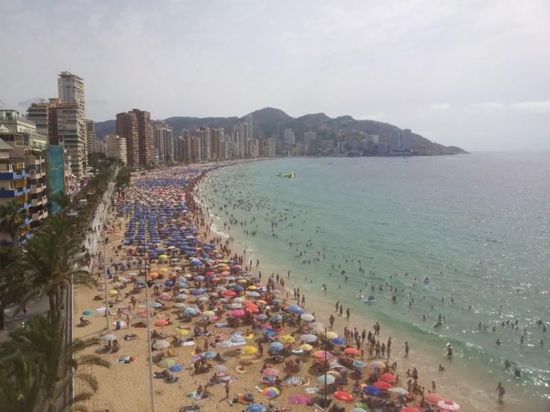Benidorm instalará un sistema pionero de wifi libre en la playa de Levante que le permitirá conocer mejor a los turistas y sus gustos