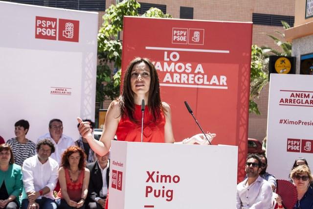 La socialista dianense Rosa Mustafá toma posesión como diputada en les Corts