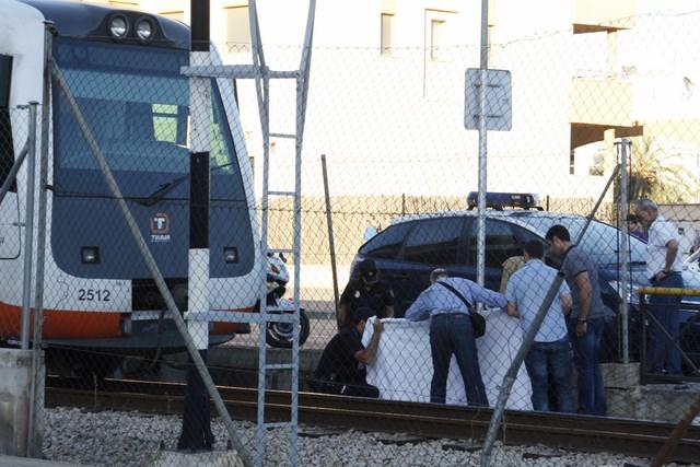Muere arrollada por el tren en Dénia al cruzar un paso a nivel oyendo música con cascos
