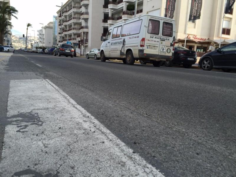 Fomento volverá a asfaltar en plena campaña electoral el tramo de la N-332 que pavimentó mal hace seis meses