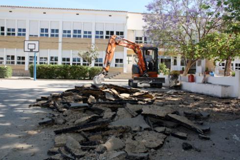 Benidorm inicia el asfaltado de los patios de nueve colegios