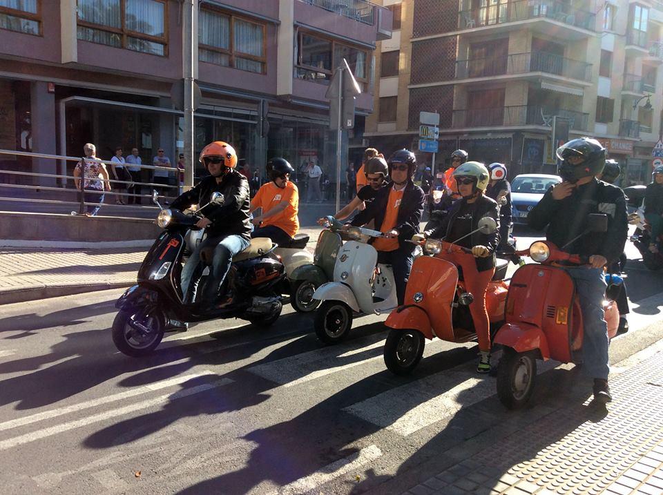 C's llega a Madrid en Vespa para reclamar que Benidorm sea municipio turístico