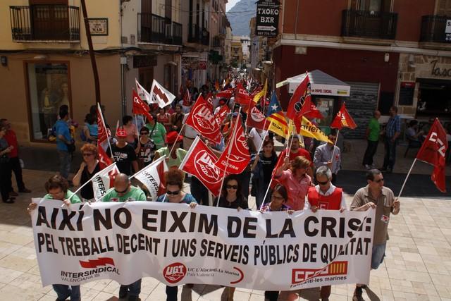 Unas 400 personas reivindican otra salida a la crisis en la manifestación del Día del Trabajo