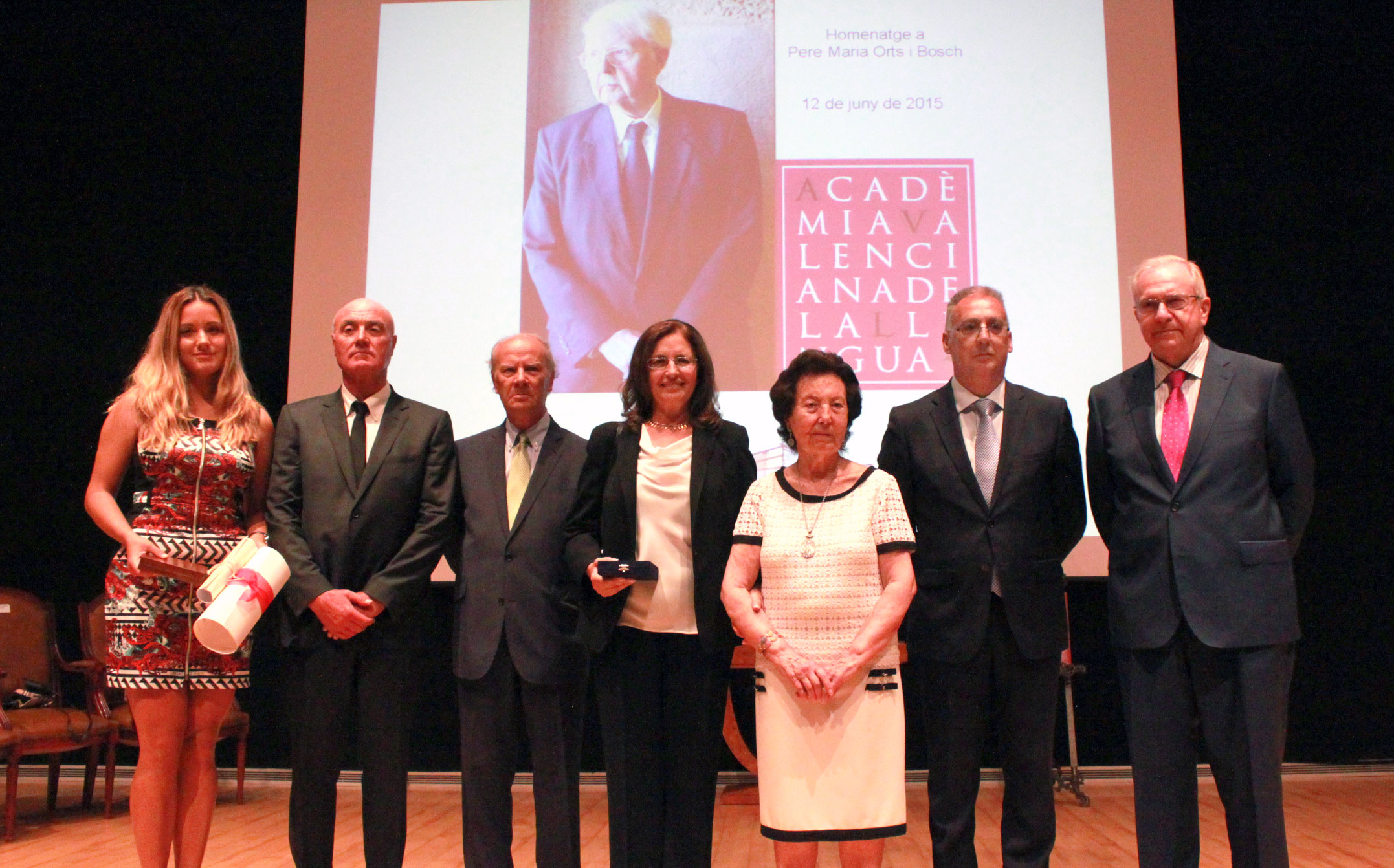 Pere María Orts i Bosch recibe la Medalla de Benidorm y la de la AVL en un homenaje póstumo