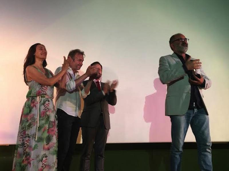 Joaquín Climent recibe el Faro de Plata en una emotiva gala en el Cine Roma